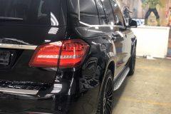 Mercedes заехал на оклейку пленкой LLUMAR