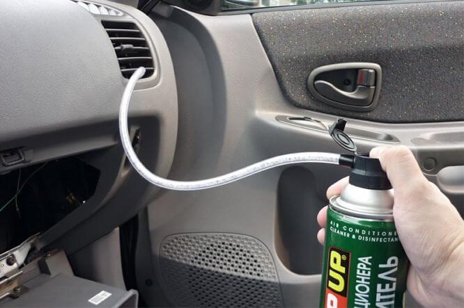 Как убрать запах из машины своими руками 10