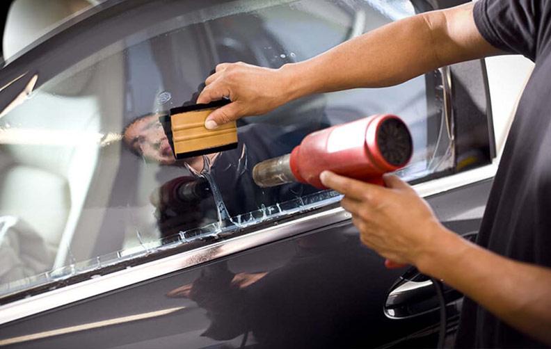 Накладывание пленки на стекло